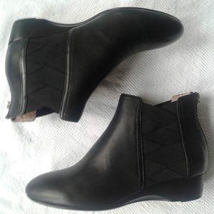 Taryn Rose Booties 8 Black Leather Zip Back Low